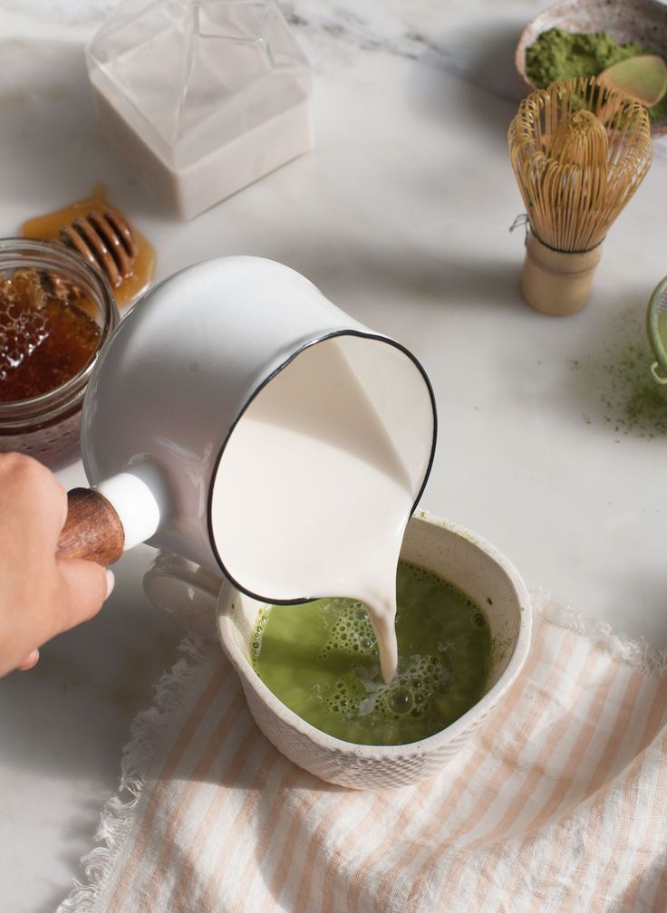 Winter knowledge: how to make a green tea latte.