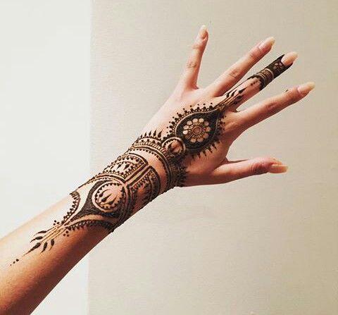17 best images about henna tattoos on pinterest henna leaves henna patterns and henna. Black Bedroom Furniture Sets. Home Design Ideas
