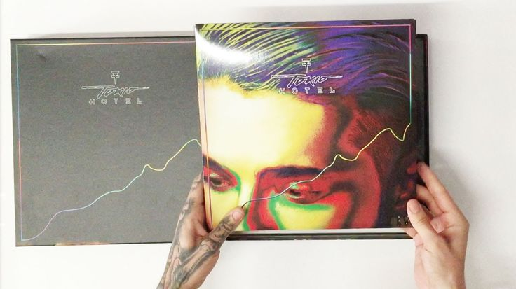"Bill Kaulitz unpacking ""Kings Of Suburbia"" Super Deluxe - all I want is the Devilish cassette tape tbh"