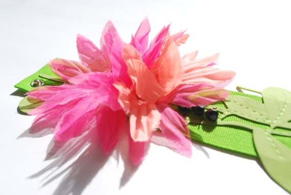 20.5 cm long grosgrain band bracelet.  A stitched leaf branch, fabric flowers with Swarovski pistils and a small black crystal ant.    This object has been made with optimum quality entirely handmade materials and accessories. Each small imperfection makes the item unique. #jewels