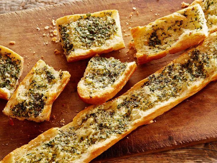 Tyler's Herbed Garlic Bread #UltimateComfortFood: Food Network, Food Recipes, Garlic Bread Recipes, Garlic Breads Recipes, Side, Tyler Florence, Herbs Garlic, Appetizers, Tylerflorence