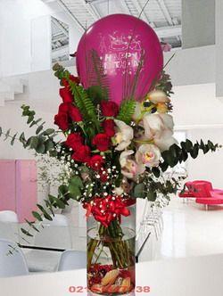 Bostancı Çiçekçi/ Kırmızı Gül : 11 Adet Kesme Orkide  : 1 Adet Balon : 1 Adet   O! bu sürprize bayılacak!!! Silindir cam vazoda doğum günü balon ile hazırlanmış aranjmanı görünce çok şaşıracak sizi bir yandan gülleri koklarken bir yandan sizi düşünüp gülümseyecektir.