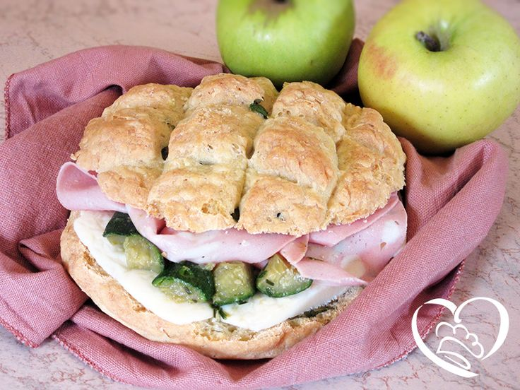 Tartaruga mortadella,zucchine e mozzarella http://www.cuocaperpassione.it/ricetta/9c1f1f4c-9f72-6375-b10c-ff0000780917/Panino_con_mortadellaformaggio_e_zucchine