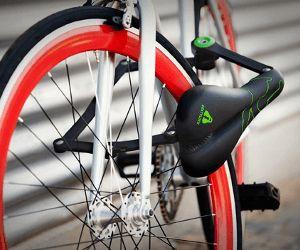 Si quelqu'un, malheureusement, t'a volé la bicyclette, la selle ou les deux... voici la solution idéale!Superbe cette antivol selle de vélo.
