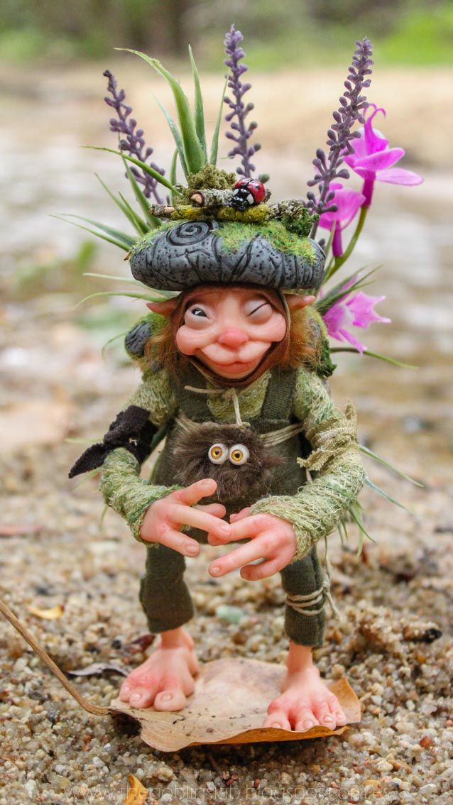 Forest Goblin. Little Folk Pixie Ooak Doll.  Handmade Doll. Criaturas Mágicas de Fantasía hechas a mano, por el artista plástico Moisés Espino. The Goblin´s Lab. Madrid, España. Criaturas de leyenda 100% hechas a mano y alimentadas en casa. Duendes, Hadas, Trolls, Goblins, Brownies, Fairies, Elfs, Gnomes, Pixies.... LINKS del artista: http://thegoblinslab.blogspot.com.es/ https://www.etsy.com/shop/GoblinsLab http://goblinslab.deviantart.com/