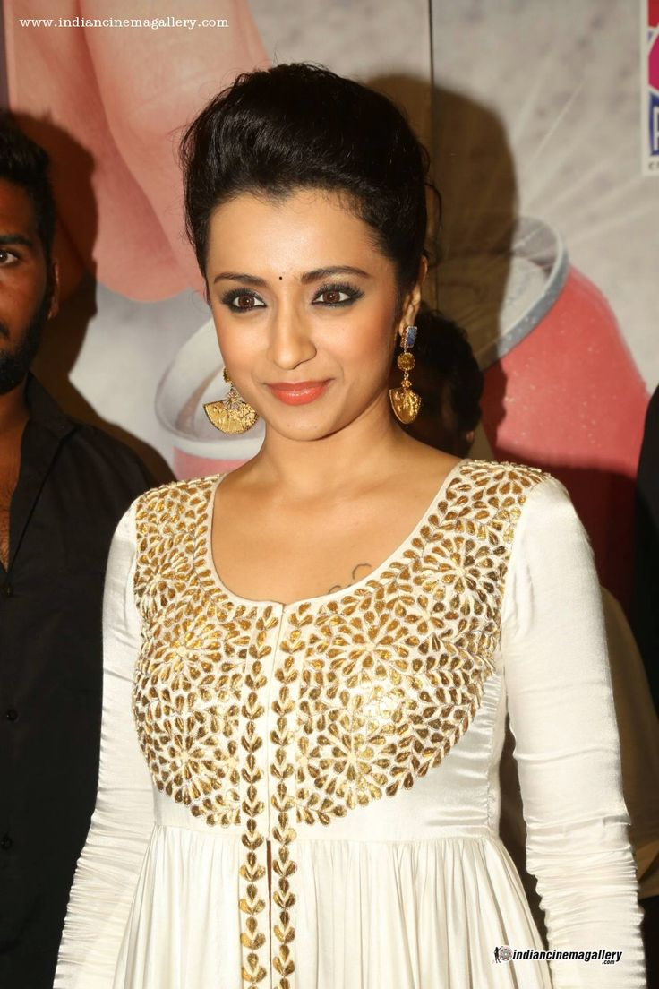 Trisha-Krishnan-latest-pics-from-Cheekati-Rajyam-Premiere-Show-(3)