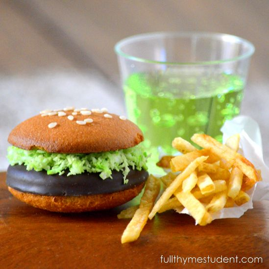St. Patrick's Day Dessert: Leprechaun Hamburger and Fries