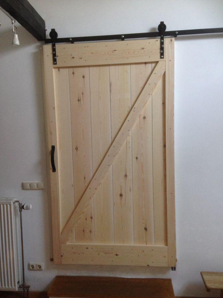 Op maat gemaakte loftdeur met zwaar ijzeren geheng. www.linterieurdesign.nl