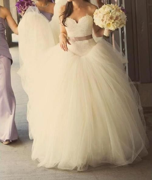 I don't usually like these kinds of puffy dresses, but I kinda love this one!