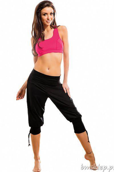 Spodnie damskie o długości 3/4, renomowanej firmy GWINNER o sportowym charakterze są doskonałym wyborem dla kobiet aktywnych - nadają się do uprawiania wielu sportów, jak i do użytku codziennego. Charakteryzują się luźniejszym krojem, szerokim, wygodnym sciągaczem w pasie oraz elastycznym regulowanym ściągaczem przy nogawkach. Spodnie wykonane z nowoczesnego materiału Nair o wysokiej odporności na... #Spodnie - http://bmsklep.pl/gwinner-fantasia-nair