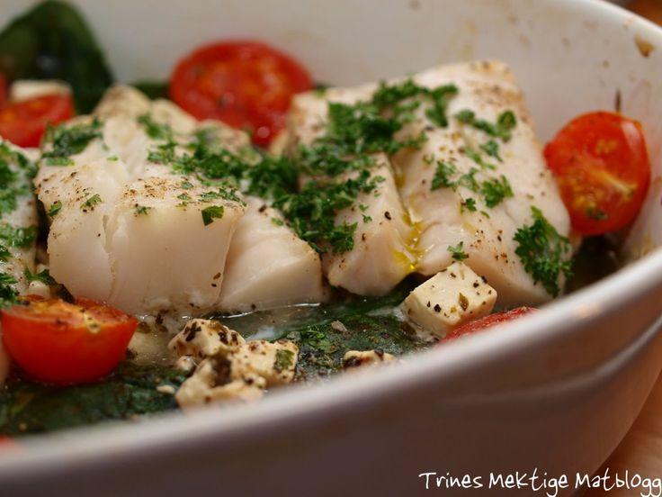 Ovnsbakt torsk med spinat, fetaost og cherrytomater