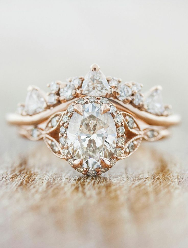 This is so beautiful but would be better with with a diamond princess cut for the stone -sw. #beautifulweddingrings