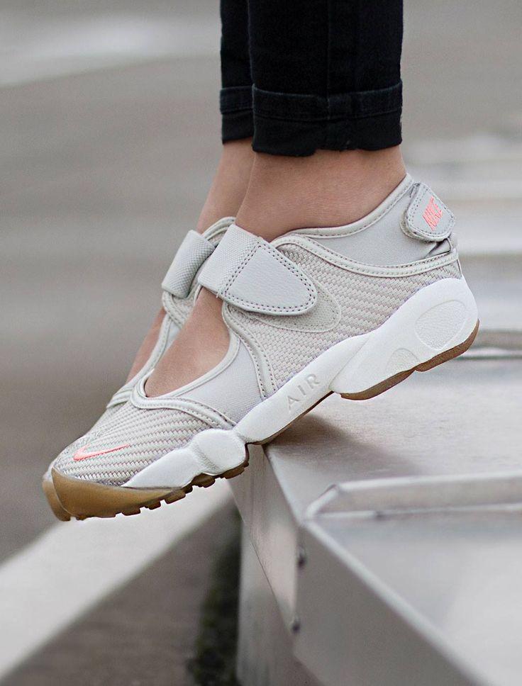 Nike Air Rift: Bone