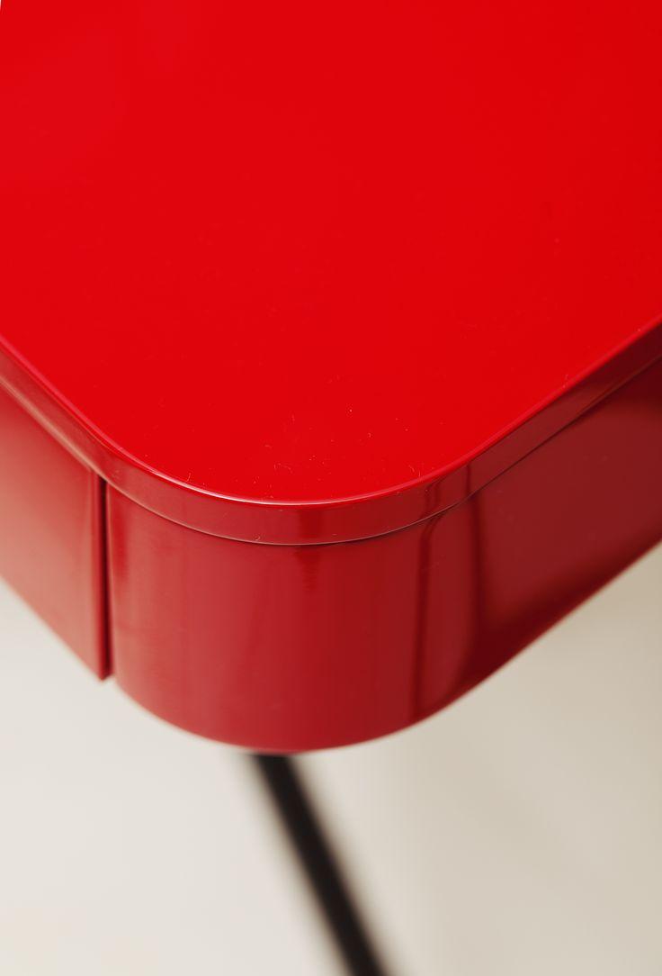 Cosimo Desk Design Marco Zanuso Jr   Detail Red Glossy Lacquered Adentro  Www.adentro.