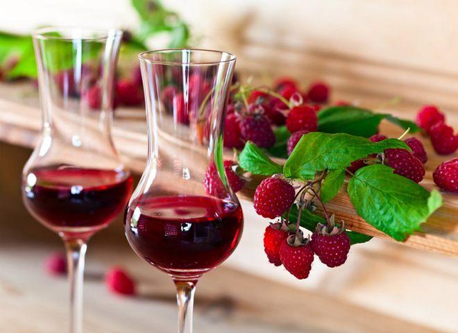 Малиновое вино   Ссылка на рецепт - https://recase.org/malinovoe-vino/  #Алкоголь #блюдо #кухня #пища #рецепты #кулинария #еда #блюда #food #cook
