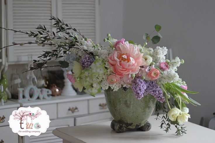 Garden style centrepiece / aranjament bujori, liliac, ranunculus
