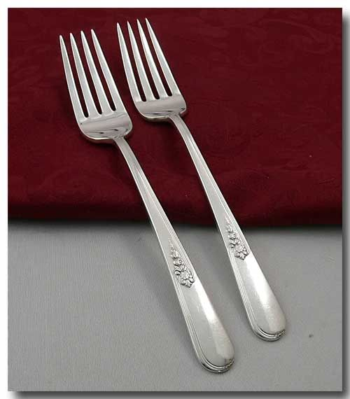 Two silver plated oval dinner forks in the Youth pattern by Holmes & Edward. Ca. 1940