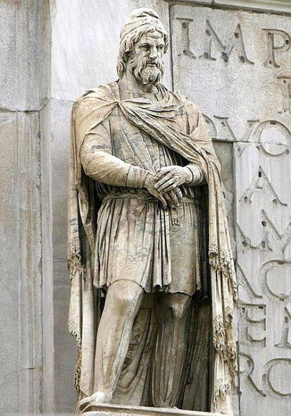 Începând cu secolul al VI-lea î.e.n., în spaţiul vast dintre Carpaţii nordici, Balcani şi Marea Neagră sunt atestaţi geto-dacii, ca unitate etno-istorică, individualizată din marea familie a tracilor. Societatea geto-dacă a cunoscut o etapă de maximă dezvoltare în vremea regelui Burebista (cca. 82-44 î.e.n.), contemporan şi adversar al lui Cezar.    În urma războaielor din 101-102 şi 105-106, statul geto-dac aflat sub conducerea regelui Decebal (87-106 e.n.) este înfrânt de Imperiul roman.