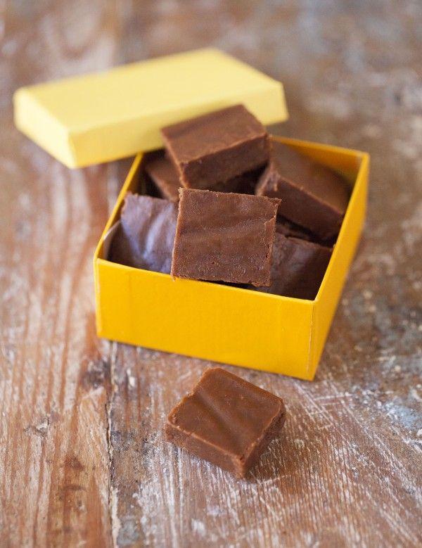 Jag minns första gången jag provade kombinationen choklad och lakrits. Det var i en rulltrappa i Hamburg, på väg upp till presentavdelningen på Karstadt, och jag var frälst efter en millisekund. Vi hade varit på marknad och druckit varmt glühwein i decemberkylan och jag hade köpt en gigantisk chokla