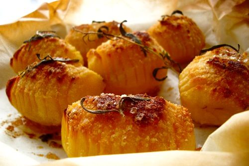 Hasselback Potatoes With Rosemary - I love Hasselback potatoes. Also nice with some parmesan cheese sprinkled on top...