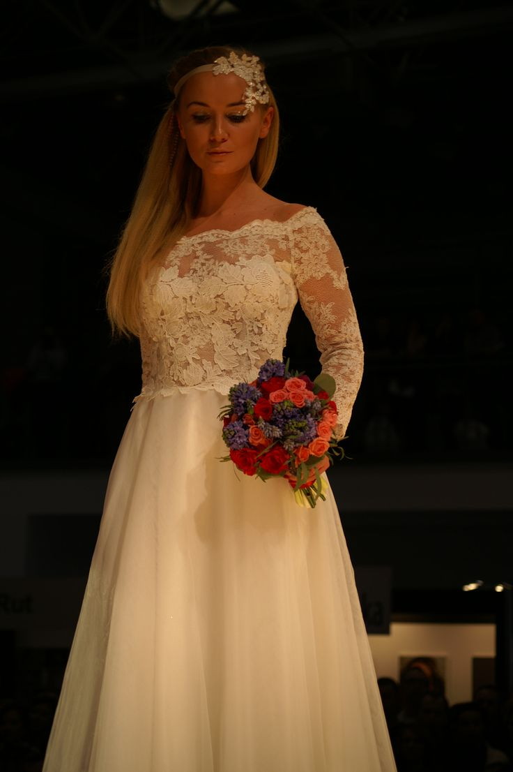 Suknia#ślubna#z#opuszczonymi#ramionami koronkowo#tiulowa model1604 Targi Poznań 2016