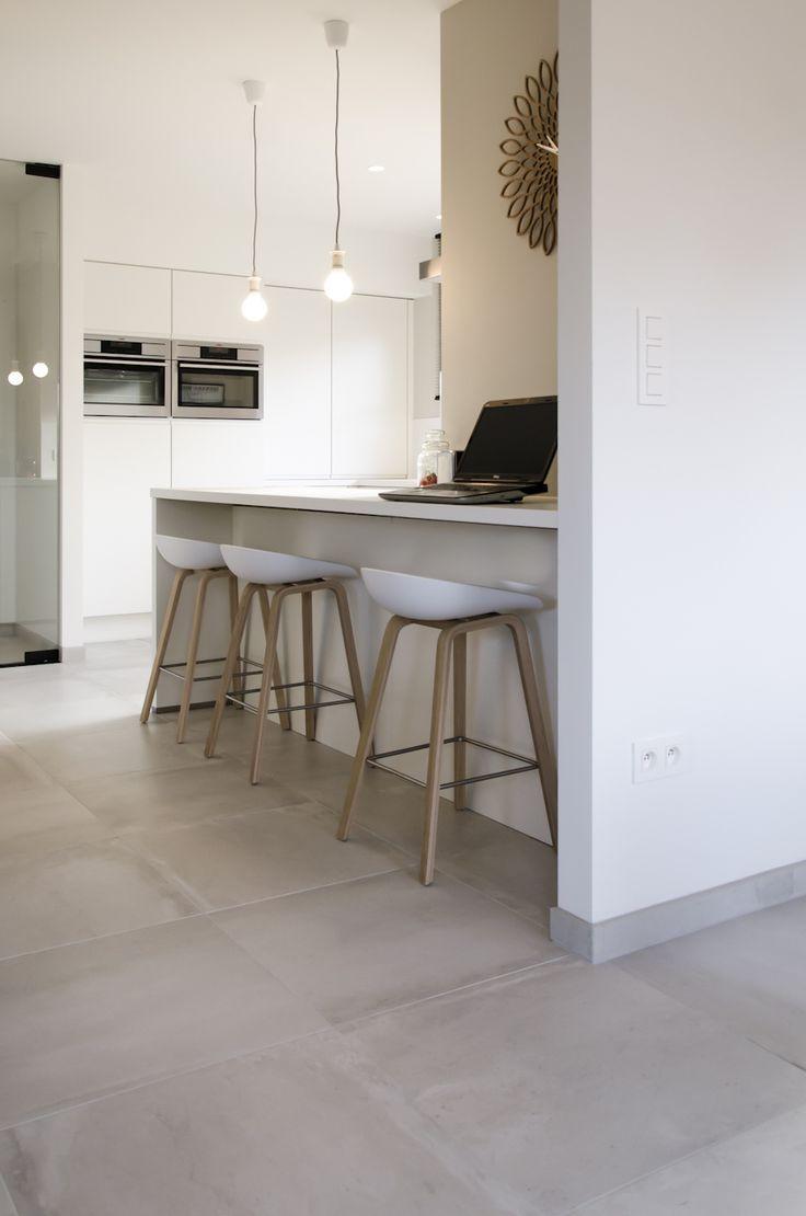 25 beste idee n over grijze houten vloeren op pinterest grijze hardhouten vloeren grijze. Black Bedroom Furniture Sets. Home Design Ideas