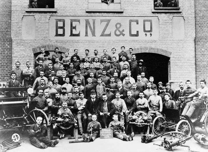 Los Comienzos De La Compañía Benz Co Fueron Los Cimientos De La Hoy Encumbrada Mercedes Benz Viaje En El Tiempo Autos Motor De Combustión
