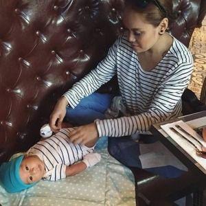 090316: Stripey #mummy, stripey #baby.  After which then mummy can enjoy her #dinner. 😊  #AidanHaqqie #stripe #stripes #striped #Spize #spizerestaurant #diaperchange #changingstation #SkipHop #mothercaresg #hm #apple #haha