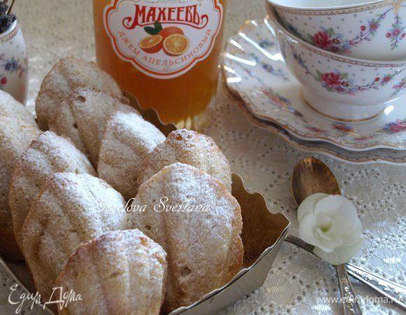 Апельсиновые мадлены  Мадлены получаются воздушные, имеют приятный цитрусовый вкус, а внутри печенья — сюрприз в виде апельсинового джема.  #едимдома #рецепт #готовимдома #кулинария #домашняяеда #апельсин #мадлены #выпечка #кчаю #десерт