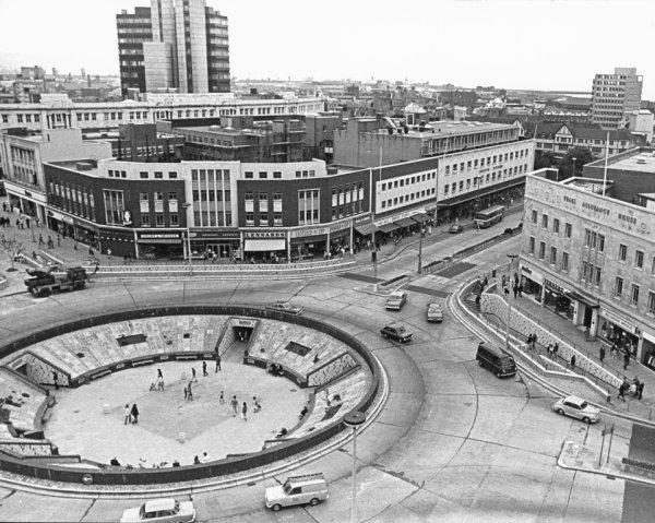 Kingsway roundabout, Swansea, 1970 | Peoples Collection Wales