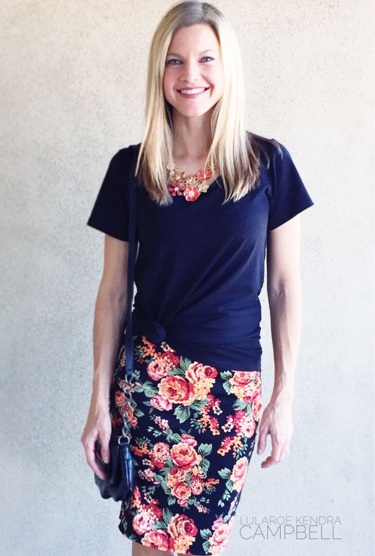 LuLaRoe classic tee and Cassie skirt