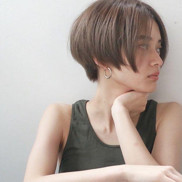 夏は髪の毛を明るくしたくなる季節。明るい髪色は、朝日に照らされて髪の毛を軽やかに見せてくれます。とっておきのヘアカラーで、夏へのイメージチェンジの参考にしてくださいね♡