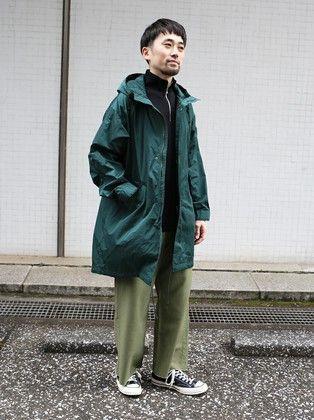 イタリアの名門リモンタ社のナイロンを使用した上質なモッズコートをメインに、ジップつきのカットソーや、フリンジパンツを合わせトレンド感があるカジュアルスタイル。