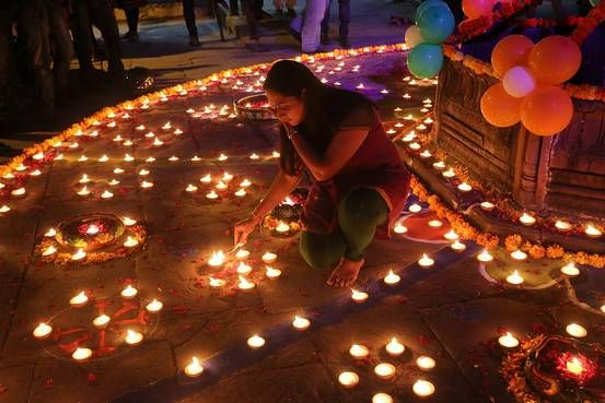 Bollywood and their festivities at Diwali 2016: When it comes to Bollywood, everything is celebrated in grandiose, grand weddings, birthday parties or grand festival celebrations.