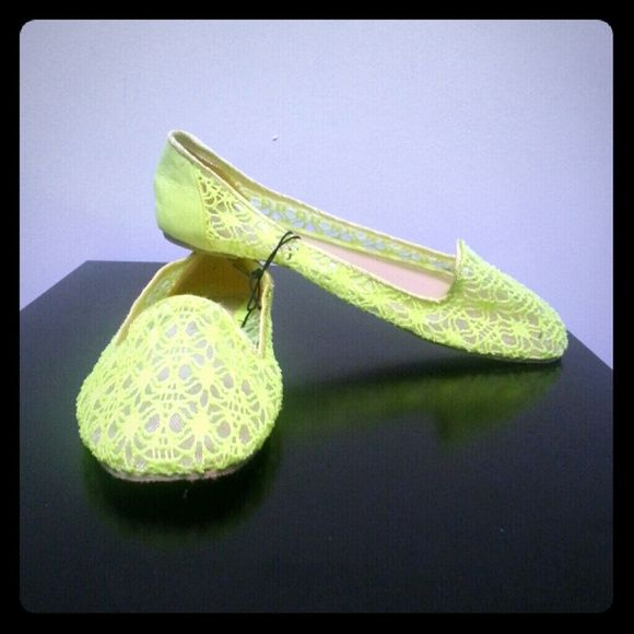NWT Super Cute & Comfy Neon flats size 8 NWT Super Cute & Comfy Neon flats size 8. Love these but too big for me. Has a neon pop with a touch of elegance Shoes Flats & Loafers