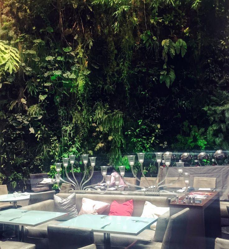 Havre de paix en plein coeur de Paris. Le Pershing Hall est un hôtel de luxe dans le 8ème arrondissement de Paris. Il dispose d'un bar et d'un restaurant exceptionnels. Voici un brunch délicieux et raffiné dans un cadre magnifique.