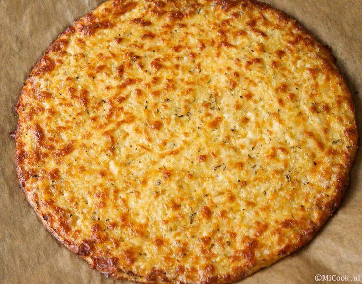 Zeer uitgebreid NL recept voor pizzabodem van bloemkool en mozzarella.