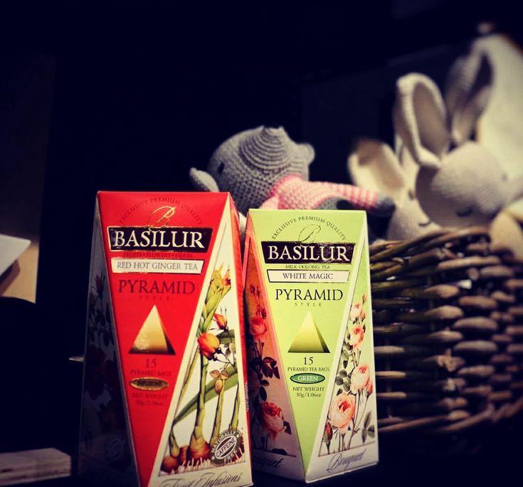 Wspomnij minione święta jeszcze raz z ulubionym smakiem Basilur ☕️   #Ceylon  #tea #teatime #tearoom #basilurpoland #basilur #basilurtea #tealife #teabag #teabags #tealover #herbata  #czasnazmiany #instatea #czasnaherbate #glutenfree #gmofree #srilanka #teaparty #premiumtea #teamaniac #twojczasnaherbate #ahmedtea