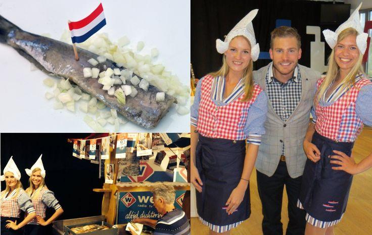 Onze mooie #Hollandse #Haringmeisjes hebben weer heel wat #Haringhappers blij gemaakt met lekkere #Hollandse #Nieuwe