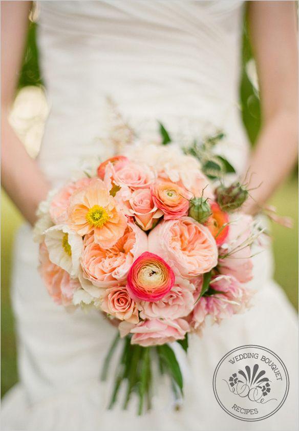 Bruidsboeket met rozen, ranonkels, roze caspia, papaver en witte scabiosa.