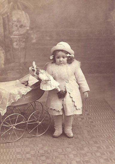 Dolls pram. Photos of bygone days. Discussion on LiveInternet - Russian Service Online Diaries