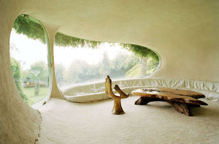 gorgeous earth home room.. so tranquil and flows with the earth outside