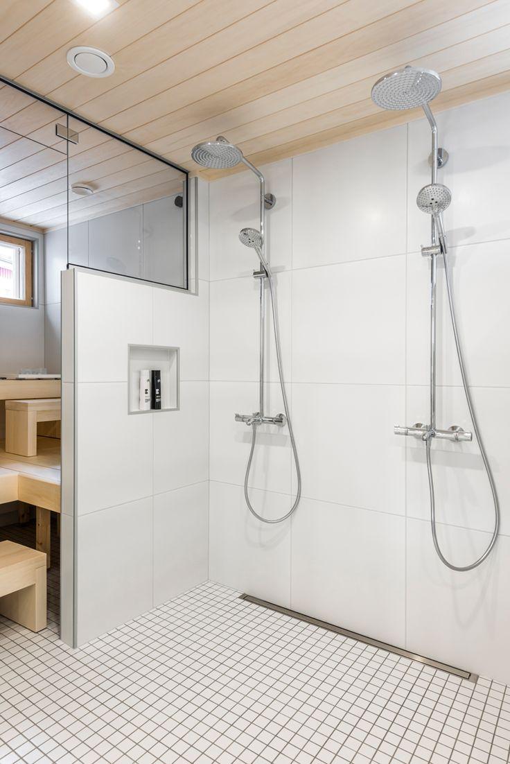 CUBO. Lattiassa Arkitekt Color valkoinen M5x5 cm matta, seinässä Nova Arquitectura valkoinen M60x60 cm, matta. #pukkilalaatat #pukkila
