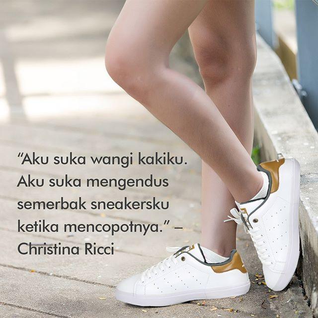 Aku suka wangi kakiku. Aku suka mengendus semerbak sneakersku ketika mencopotnya. – Christina Ricci  #ardiles #ardilessneakers #sneakers #indonesia #madeinIndonesia #NaturalRubber #doodle #fashion #pictoftheday #ootd #casual #keren #kekinian #livefolkindonesia #traveling #jalan2man #indie #jakarta #bekasi #surabaya #medan #palembang #pekanbaru #manado #tangerang #bandung #onlineshop #olshop