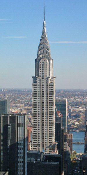 Крайслер-билдинг, Нью-Йорк, США.  Крайслер-билдинг- небоскрёб корпорации Chrysler, был построен в 1930 году, является одним из символов Нью-Йорка. Здание высотой 319 м расположено в восточной части Манхэттена на пересечении 42-й улицы и Лексингтон-авеню. В 1930—1931 годах здание являлось высочайшим в мире.