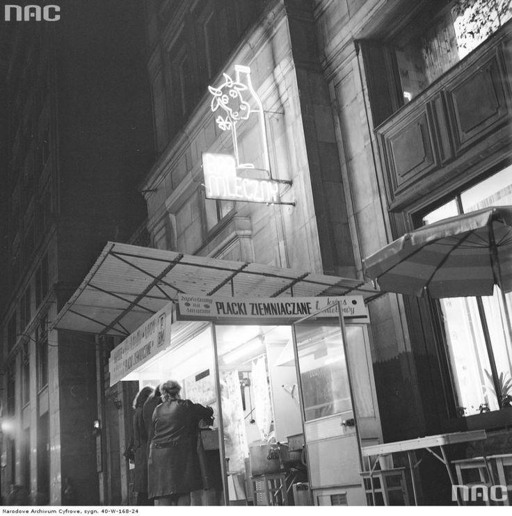 Zdjęcie numer 5 w galerii - Warszawa w latach 70. Pochody, czyny społeczne, neony [GALERIA]