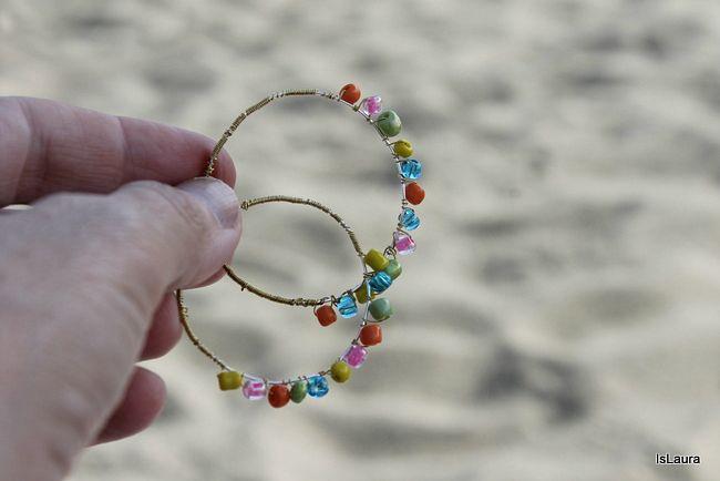 orecchini-con-filo-metallico-e-perline-