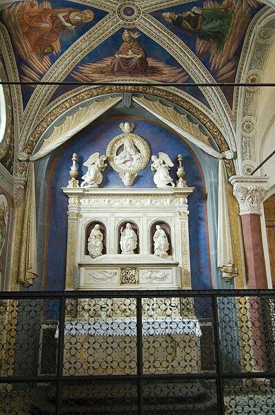 Cappella del beato Bartolo. Chiesa di Sant'Agostino.  San Gimignano.  1495. Con affreschi del 1500 di Sebastiano  Mainardi, pavimento  di Andrea della Robbia.
