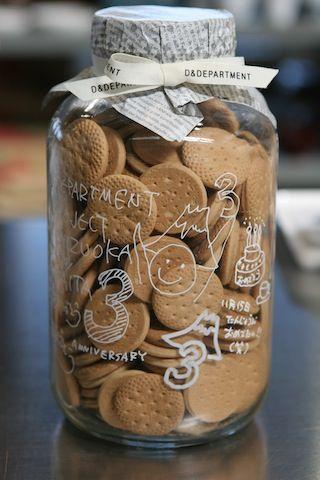 DIY: Glass jars + white glass pen ♥ se puede hacer con los rotus de cristal de holamama shop¡