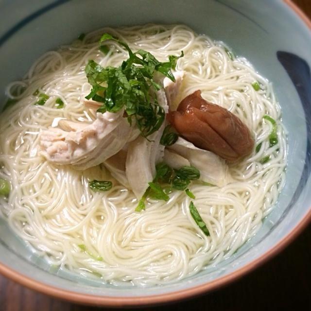 茹で鶏を作ったスープでにゅうめん。 優しいお味です꒰ ´͈ω`͈꒱ - 19件のもぐもぐ - 鶏にゅうめん by keyof8xxx7